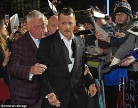 Fans nghi ngờ Johnny Depp say xỉn trên thảm đỏ