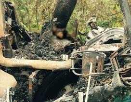 Xe tải đâm gốc cây, tài xế tử vong trong cabin bốc cháy dữ dội