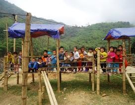 Rớt nước mắt cảnh khó khăn của học sinh điểm lẻ vùng cao xứ Thanh