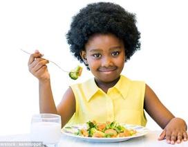 Nên cho trẻ ăn trái cây và rau vào bữa tối