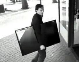 Đi ăn trộm để có tiền trả cho luật sư bào chữa trong một vụ trộm khác