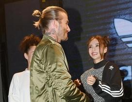 Angelababy phấn khích khi được gặp và nắm tay David Beckham
