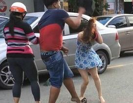 Truy tìm người đàn ông dùng mũ bảo hiểm đánh phụ nữ trên đường