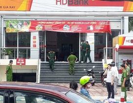 Nam thanh niên dùng búa cướp ngân hàng như phim hành động