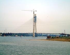 Hợp long cây cầu 1.000 tỷ bắc qua sông Nhật Lệ