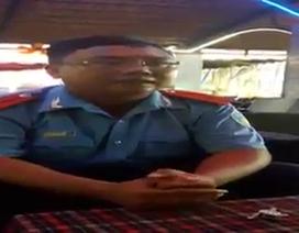 """Đình chỉ nhân viên thanh tra giao thông trong video """"xin bỏ qua sai phạm"""""""