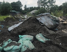 Bắt xe tải đổ trộm gần 7 tấn xỉ than