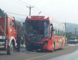 Xe khách vỡ toác đầu, 1 người tử vong, nhiều người hoảng loạn