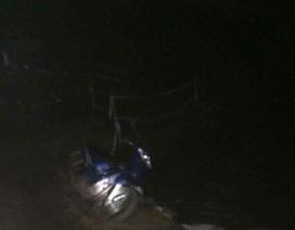 Xe máy rơi xuống suối, người đàn ông bị nước cuốn tử vong
