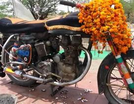 Xôn xao hàng nghìn người thờ cúng một chiếc xe máy
