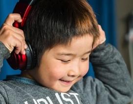 Cậu bé 6 tuổi lập kỷ lục DJ nhỏ tuổi nhất trên thế giới