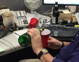 Lạ lùng điều luật cho phép nhân viên vừa làm việc vừa say xỉn