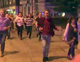 Xôn xao hình ảnh người ung dung cầm bia trong vụ khủng bố ở London
