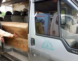 Cuộc phục bắt xe khách chở gỗ lậu trong đêm