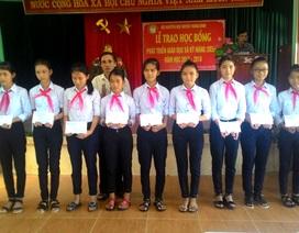 Quảng Nam: 107 học sinh nhận học bổng