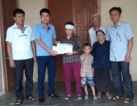 Trao hơn 57 triệu đồng đến gia đình trưởng thôn tử nạn khi giúp dân khắc phục bão số 10
