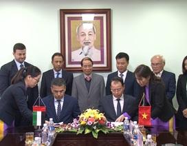 Vinacomin và Emirates Global Aluminum ký kết hợp đồng cung cấp alumina trong 3 năm liên tiếp.