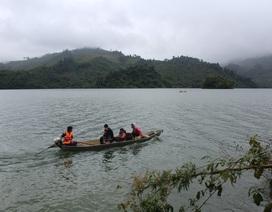 Đời nghèo trên sóng nước Avương