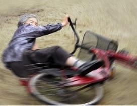 """Cụ bà 89 tuổi trở thành """"ngôi sao Internet"""" nhờ bộ ảnh """"siêu nhắng nhít"""""""
