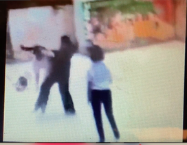 TPHCM: Nữ sinh đánh bạn dã man còn tung clip lên mạng