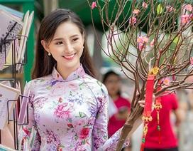 Nữ sinh cấp 3 Sài Gòn duyên dáng du xuân