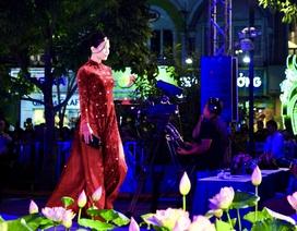 Quán quân Next Top Model Mâu Thủy diện áo dài nửa tỷ dự lễ hội áo dài TP.HCM