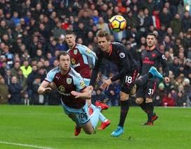 Burnley 0-1 Arsenal: Quả phạt đền oan nghiệt