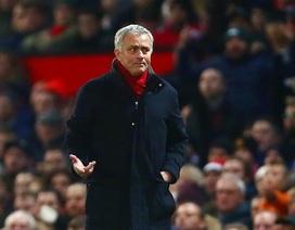 """MU """"chết hụt"""" trước Burnley, HLV Mourinho đòi cấp thêm tiền"""