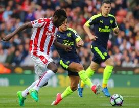Stoke 1-4 Arsenal: Cú đúp của Giroud