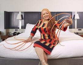 Mất 23 năm nuôi bộ móng tay dài 5m4, người phụ nữ được ghi danh vào kỷ lục Guinness