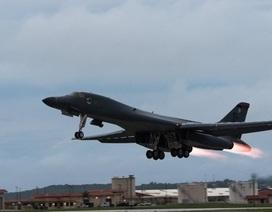 Máy bay ném bom của Mỹ áp sát Triều Tiên trước chuyến công du của Tổng thống Trump