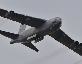 """Mỹ điều """"pháo đài bay"""" B-52 tập trận sát cửa ngõ Nga"""