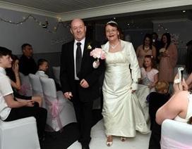 Bất ngờ được con tổ chức đám cưới sau 40 năm dọn về ở chung