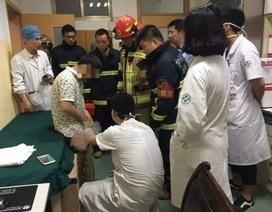 """Bác sĩ, cứu hộ bó tay, bệnh nhân thoát nạn nhờ... nha sĩ lấy dị vật ra khỏi """"chỗ hiểm"""""""