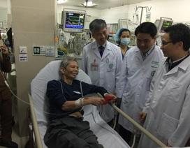 Bệnh nhân ung thư bật khóc khi Phó thủ tướng đến thăm chiều 30 Tết