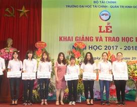 Quỹ Khuyến học Việt Nam trao 40 triệu đồng học bổng đến sinh viên Trường ĐH Tài chính – Quản trị Kinh doanh