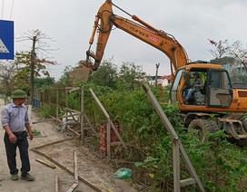 """Hà Nội: Chính thức phá dỡ bãi trông xe """"khủng"""" cạnh sông Tô Lịch"""