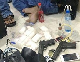 Đôi vợ chồng buôn ma túy thủ súng để phòng thân