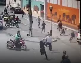 Băng trộm xe máy lao xe vào cảnh sát khi bị vây bắt