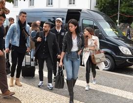 """Dân tình ở đảo Madeira """"nhốn nhác"""" vì bạn gái mới của C.Ronaldo"""
