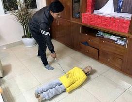 Vụ bé trai 10 tuổi bị bạo hành ở Hà Nội: Sự vô cảm đang lớn dần?