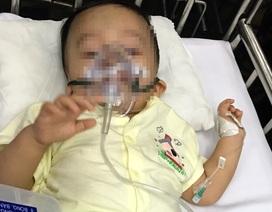 Giao bé trai 1 tuổi bị bạo hành cho ông bà ngoại chăm sóc