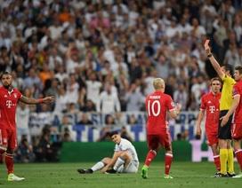 Ba cầu thủ Bayern Munich làm loạn phòng thay đồ của trọng tài