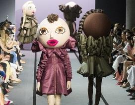 Người mẫu hóa búp bê trong show diễn của Viktor & Rolf