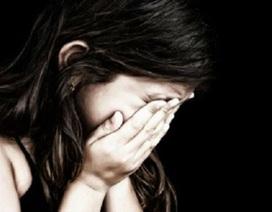 """Bắt giữ đối tượng khống chế bé gái 14 tuổi chụp ảnh """"nhạy cảm"""" nhằm tống tiền"""