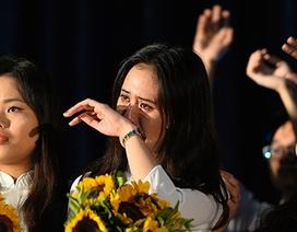 """Học sinh trường Hà Nội - Amsterdam """"khóc cùng mưa"""" trong ngày chia tay"""