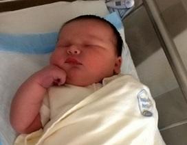 Em bé sơ sinh khổng lồ nặng hơn 6.5 kg