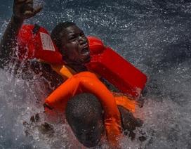 Cậu bé sống sót kỳ diệu sau thảm họa đắm tàu