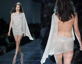 Bella Hadid hút mọi ánh nhìn với váy ngắn xuyên thấu