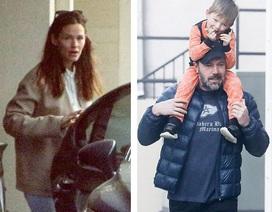 Ben Affleck lộ diện cùng vợ và con sau thừa nhận vừa đi cai nghiện
